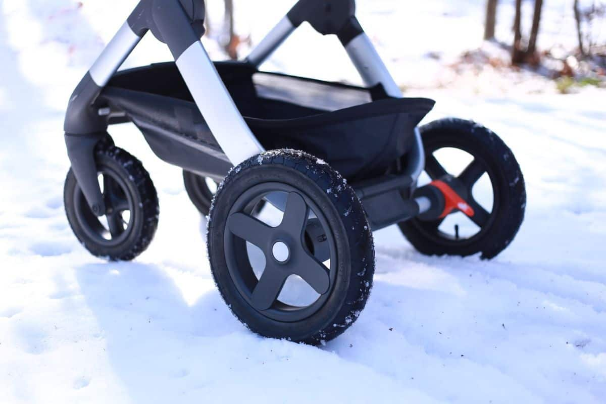 Best Stroller for Hiking Trails tires should have an inflatable inner tube and rugged tread (Source: Stokke)
