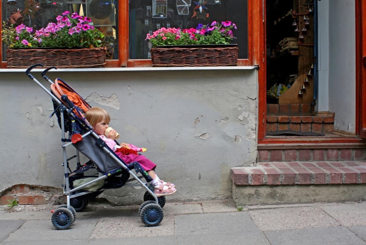 Carrying strollers up the stairs of a walk-up apartment can be a pain (Source: Hint Mama)