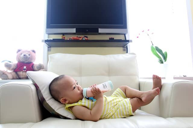 There comes a time to transition from bottle to sippy cup  (Source: Pixabay)